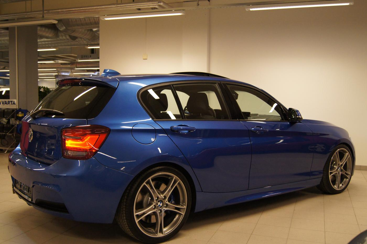 bmw 1er f20 in estoril blue con parti m performance forum bmw per scambiare pareri opinioni. Black Bedroom Furniture Sets. Home Design Ideas