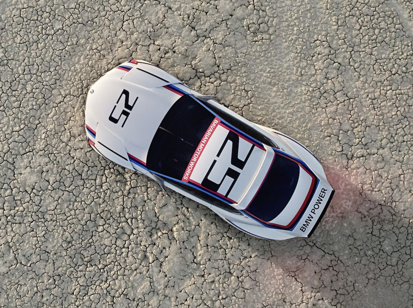 Name:  BMW_3_0_CSL_Hommage_R_Desert.jpg Views: 111 Size:  379.0 KB