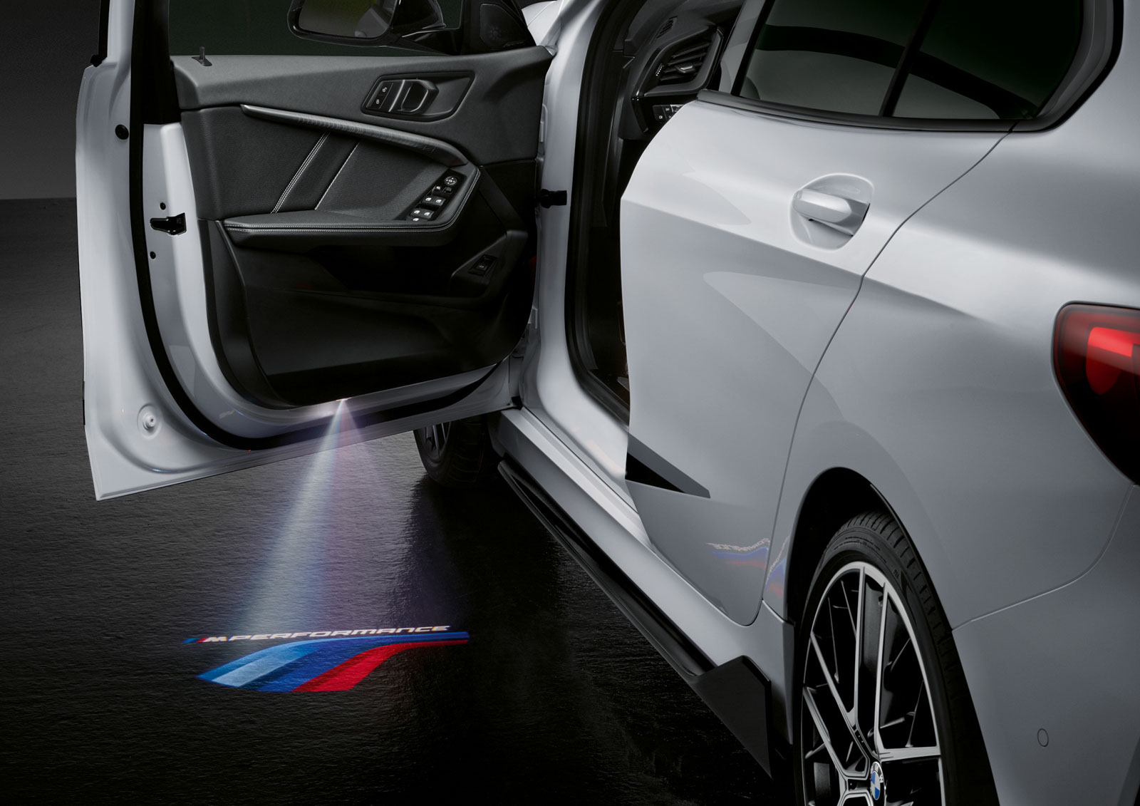 Name:  P90350999_highRes_the-all-new-bmw-1-se.jpg Views: 17922 Size:  233.7 KB