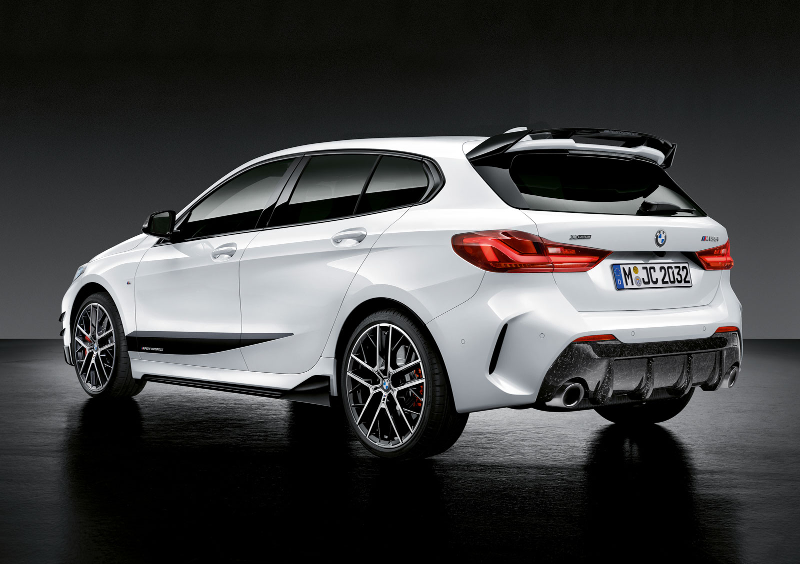 Name:  P90350992_highRes_the-all-new-bmw-1-se.jpg Views: 18824 Size:  259.7 KB