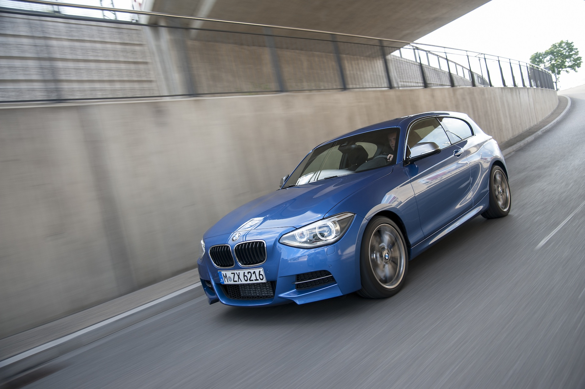 bmw 1 series 3 door and m135i f21 official wallpapers info specs videos. Black Bedroom Furniture Sets. Home Design Ideas