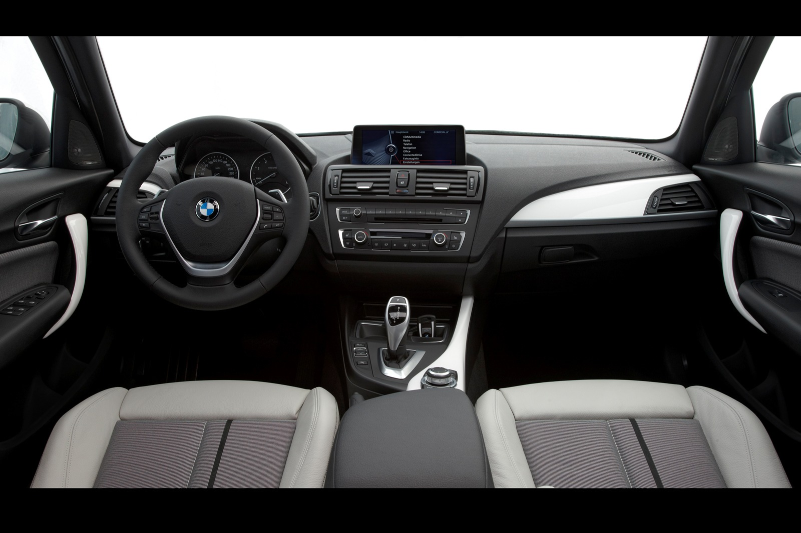 Bmw 2012 bmw f20 1 mobile01 for Serie 1 interieur
